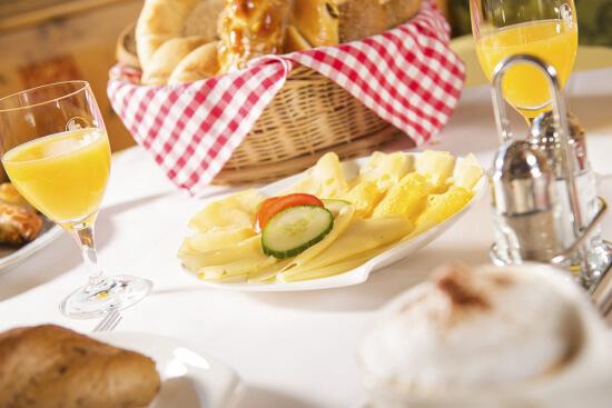 Verpflegung im 4 Sterne Hotel-Garni Binggl in Obertauern, Salzburger Land - Frühstück